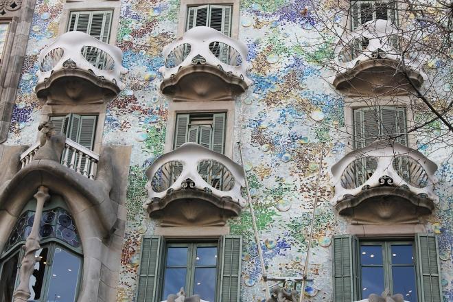 Cake + Whisky | Barcelona Gaudi's Casa Battlo