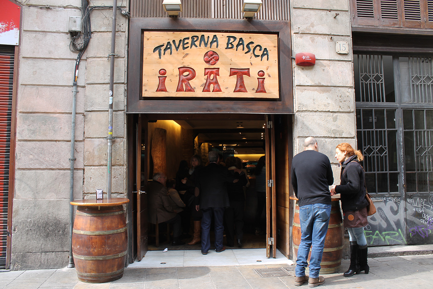 Cake + Whisky | Barcelona travel guide | Irati Taverna Basca
