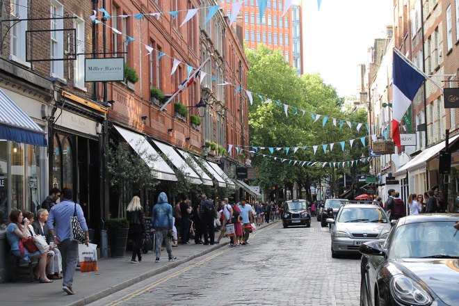 Cake + Whisky | A walk around London | Sunny Days & Pretty Doors