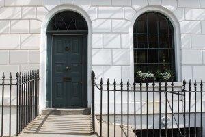 Cake + Whisky   A walk around London   Sunny Days & Pretty Doors
