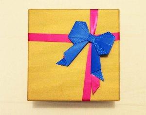 How to wraop birthday presents   3 DIY ideas   Cake + Whisky
