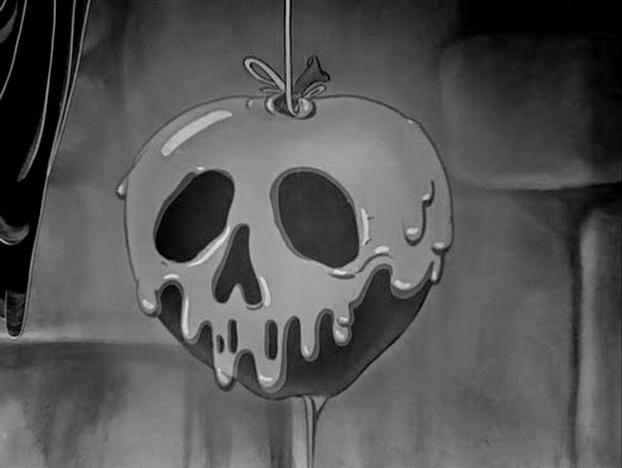 Halloween Inspiration | Snow White Poisoned Apple