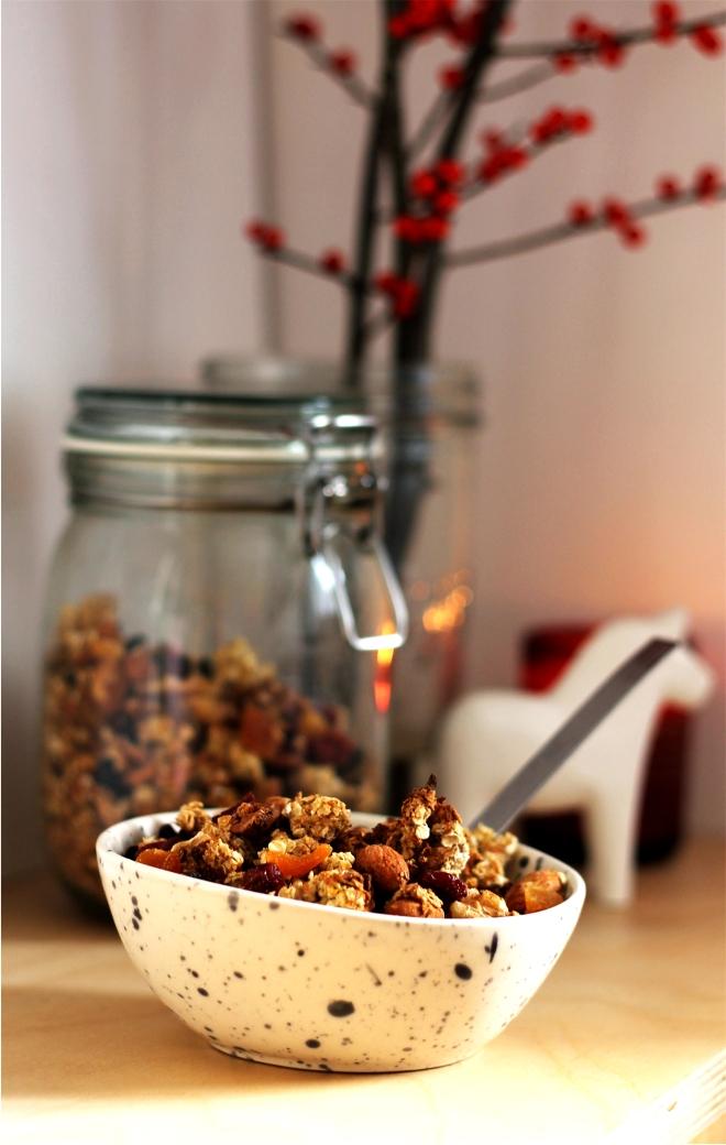 Christmas Granola | Cake + Whsiky