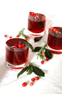 Mulled-wine inspired Christmas Martini ● Christmas cocktail recipe ● Cake + Whisky