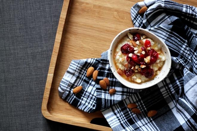 Cranberry Bakewell Porridge (healthy, vegan) | Cake + Whisky
