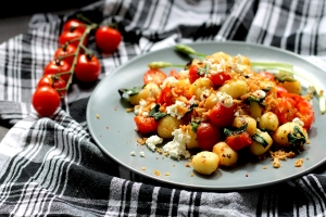Spring on a plate: gnocchi with tomatoes and wild garlic | Cake + Whisky