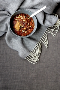 Sticky Date Porridge (VE) ● Vegan Breakfast Recipes ● Cake + Whisky