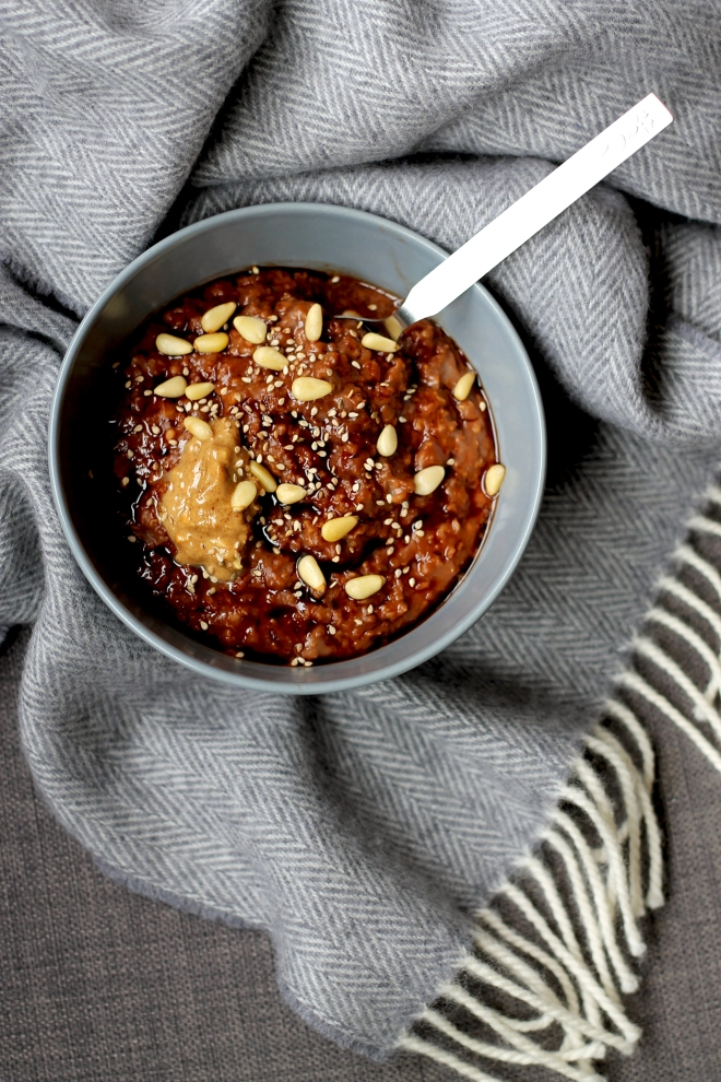 Sticky Date Porridge (VE) ● Vegan Breakfast Recipes ● Cake + Whisky