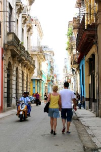 A day in Havana ● Cuba budget itinerary ● Cake + Whisky